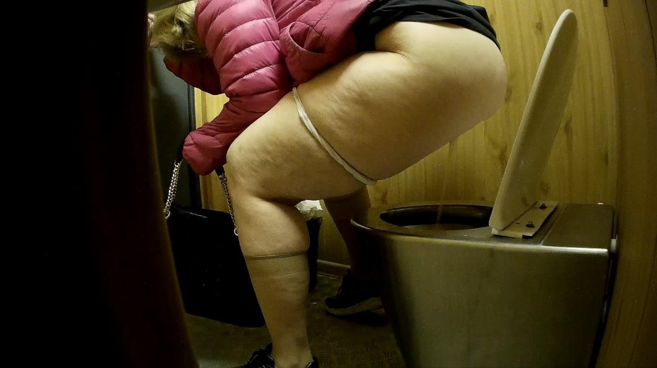 I get more ass than a toilet seat uraisininsand