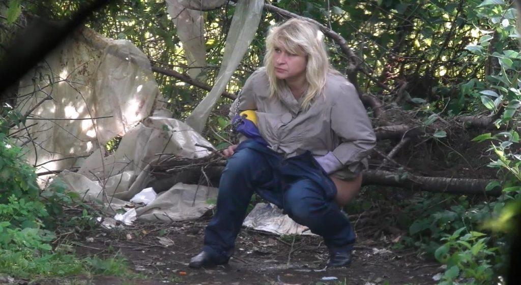 Women Pee In The Bushes 42 - voyeurzona